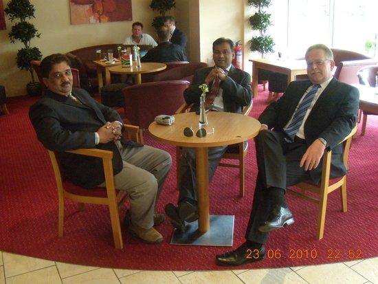 Premier Inn Stoke/Trentham Gardens Hotel: relaxing in lobby