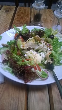 Garlands Eatery and Coffee House: Goats cheese salad!!!