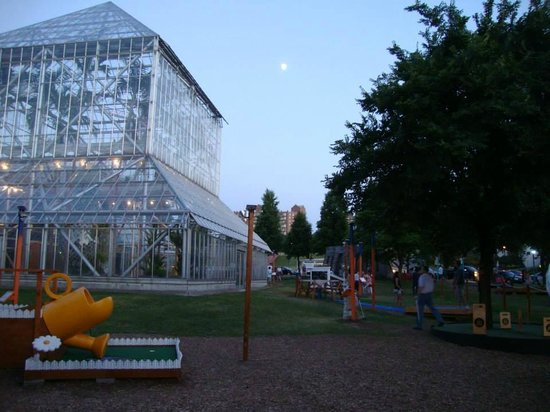 Minneapolis Sculpture Garden: MSG at dusk