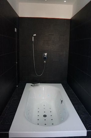Palco Rooms&Suites : Spa bath in Romeo & Juliet suite
