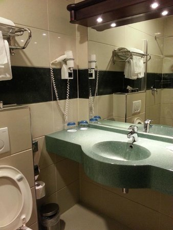 Best Western Plus Hotel Blue Square : bathroom
