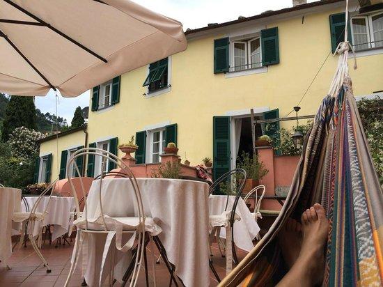 L'Antico Borgo: Lazing in the hammock on the terrace