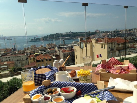 Georges Hotel Galata: Rooftop Breakfast