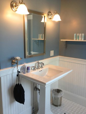 Newport Blues Inn: New Orleans Bathroom