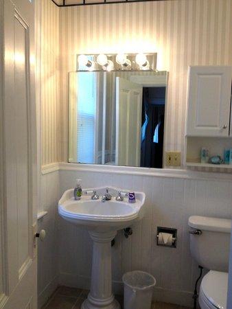 Newport Blues Inn: Narragansett Bathroom