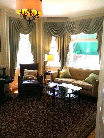 Newport Blues Inn: Living Room