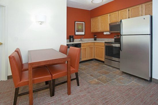 Residence Inn Salt Lake City Airport: In-Suite Kitchen