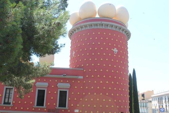 Maison et musée Salvador Dalí : Фасад музея