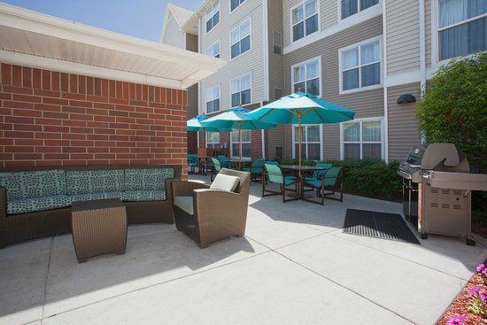 Residence Inn Salt Lake City Airport: Outdoor Patio & BBQ