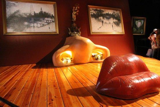 Maison et musée Salvador Dalí : Коллаж из музея