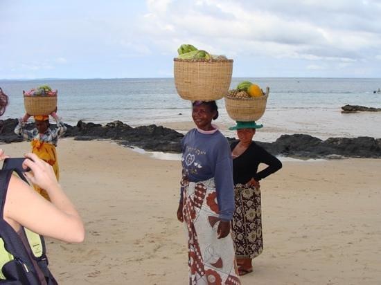 Orangea Village : donne locali