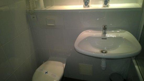 Hôtel Kyriad Marseille Ouest - Martigues : Bathroom