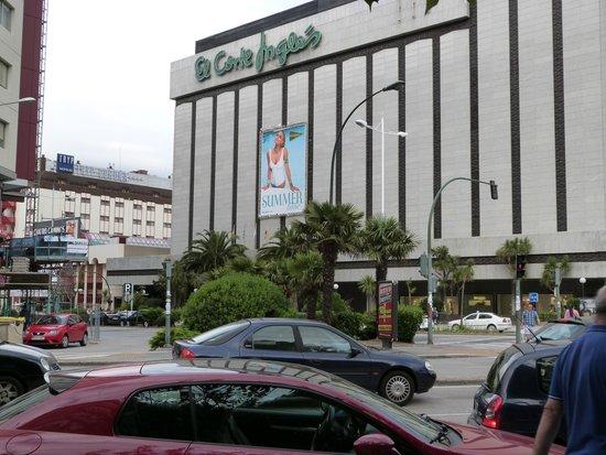 Tryp Coruna Hotel: Centro Comercial.