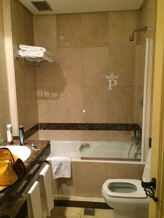 """Parador """"Hostal San Marcos"""": baño"""