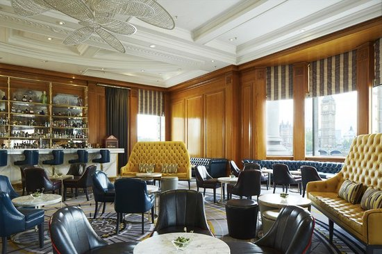 Marriott London County Hall: Gillray's Bar with views of the Thames