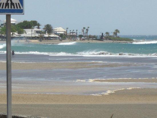 ClubHotel Riu Paraiso Lanzarote Resort: sea outside the back gate