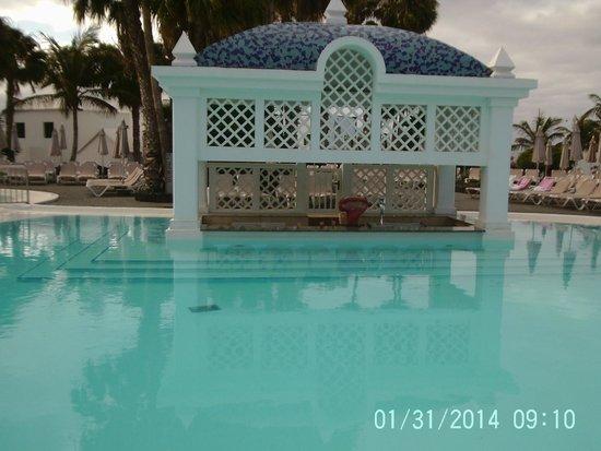 ClubHotel Riu Paraiso Lanzarote Resort: swim bar