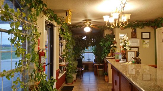 Green Country Inn: Front desk area