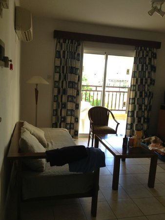 Jacaranda Hotel Apts : Living room