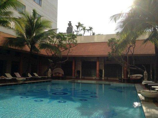 PARKROYAL Saigon: Area da piscina :-)