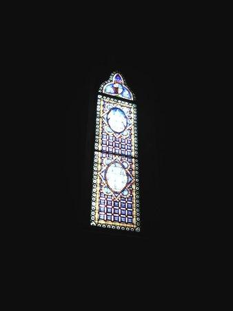 Basilica San Miniato al Monte: Витражное окно в Церкви
