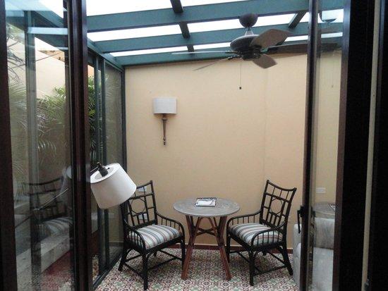 Hotel El Convento: extra sitting room to 106