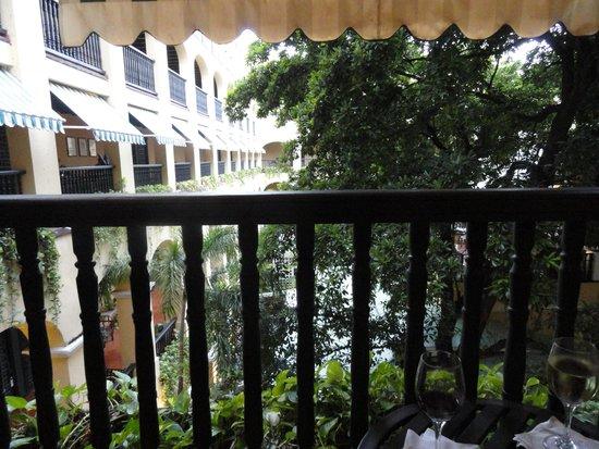 Hotel El Convento: Courtyard w/restaurant