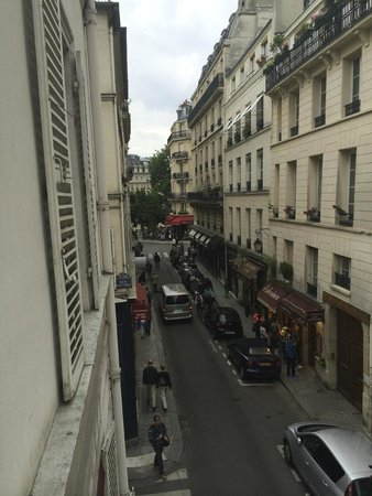 Hotel Saint-Louis en l'Isle : Another view from room