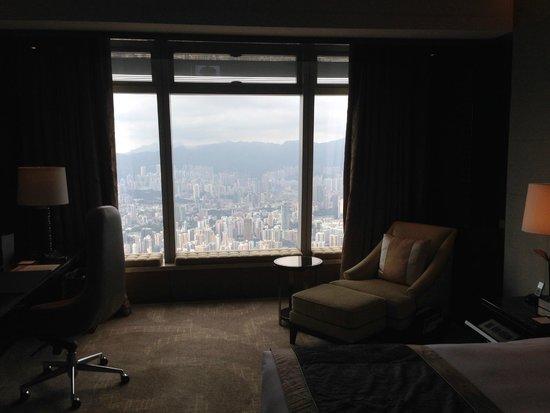 The Ritz-Carlton, Hong Kong: номер делюкс и вид