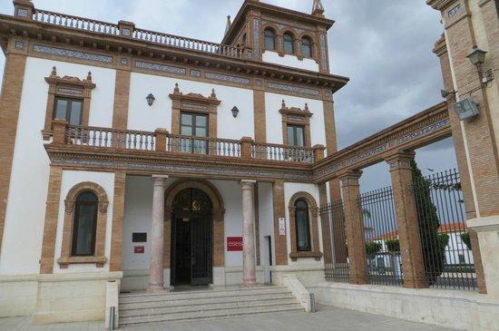 Automobile and Fashion Museum : Het gerestaureerde fabrieksgebouw