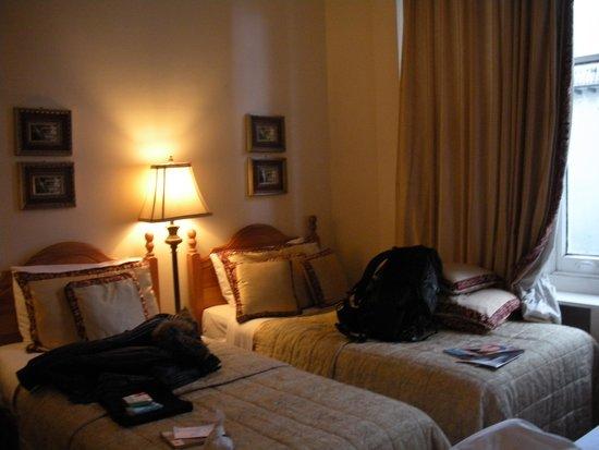 Piccolino Hotel: camera...e bagagli