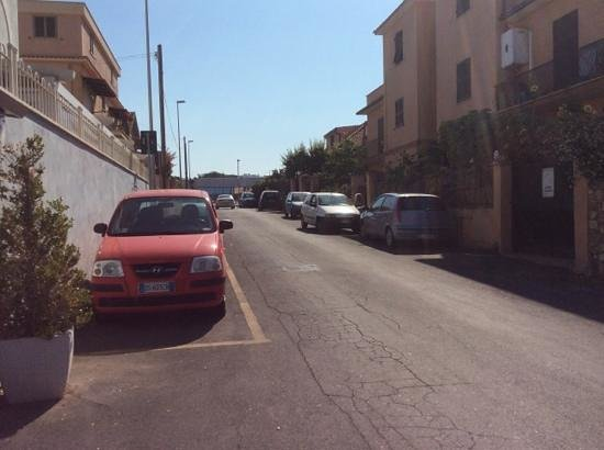 Hotel Borgo del Mare: Street outside the hotel. Basically down a residential street