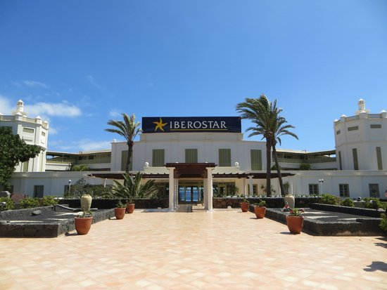 IBEROSTAR Lanzarote Park : The front of the hotel.