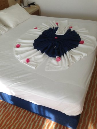 Grand Park Bodrum : Bed decoration
