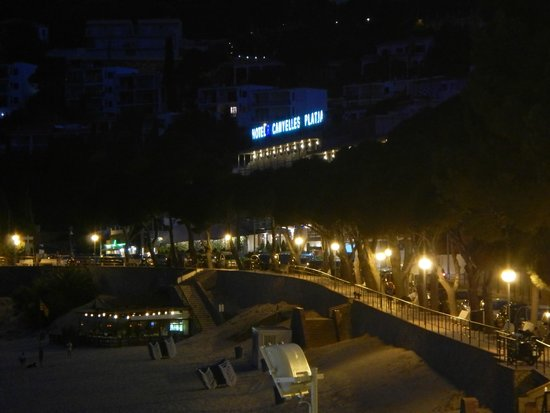 Canyelles Platja : night view