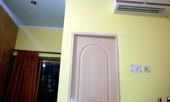 Hotel Santiniketan : AC rooms interior