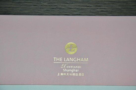 The Langham Shanghai Xintiandi: Entrée de l'hôtel