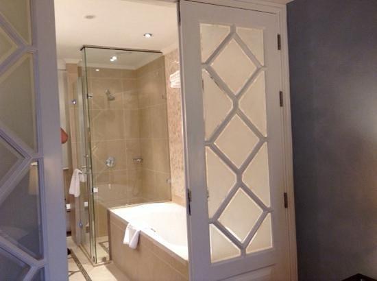 Villa Rosa Kempinski Nairobi: ванная комната