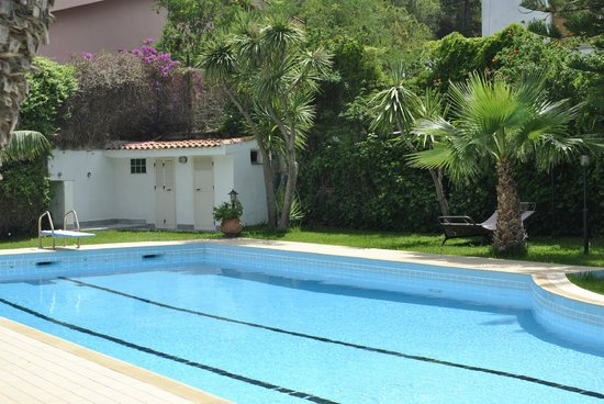 B&B Mondello Resort: la grande piscina immersa nel verde