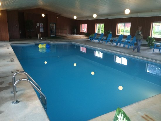 Cedar Hill Lodge: More of the pool room