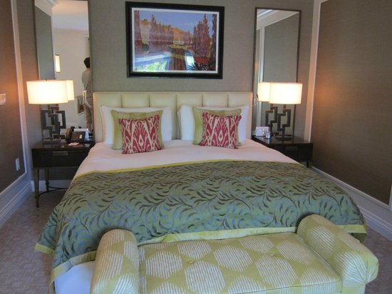 The Beverly Hills Hotel: Our plush room