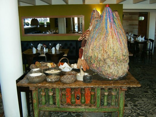 Inka Grill : Interesting table of traditional Peruvian items