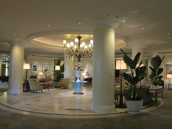 The Beverly Hills Hotel: The lobby