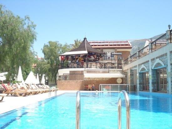 Orka Club Hotel & Villas: pool and bar