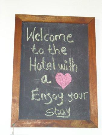Hotel con Corazon: sign