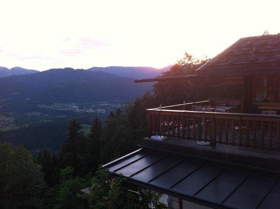 Gasthaus Café Graflhöhe Windbeutelbaron: Abendstimmung auf der Terrasse
