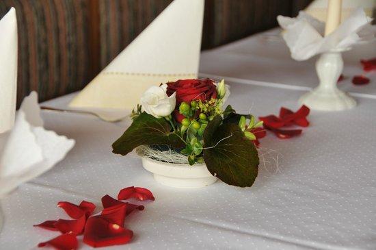 Gasthaus Café Graflhöhe Windbeutelbaron: Hochzeitstafel