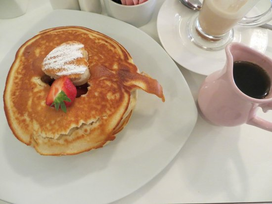 Cherry Trees Coffee House: Strawberry Pancakes