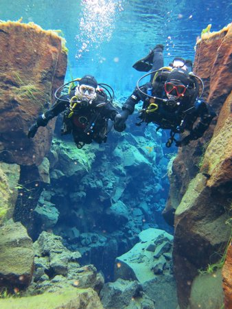 Dive.Is - Day Tours : Us diving Silfra