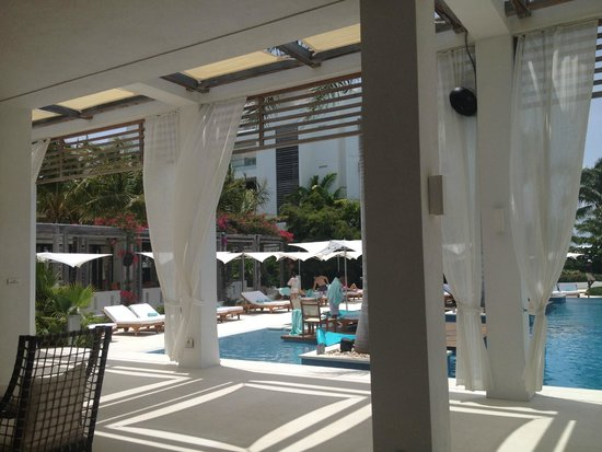 Gansevoort Turks + Caicos: Pool and check-in area